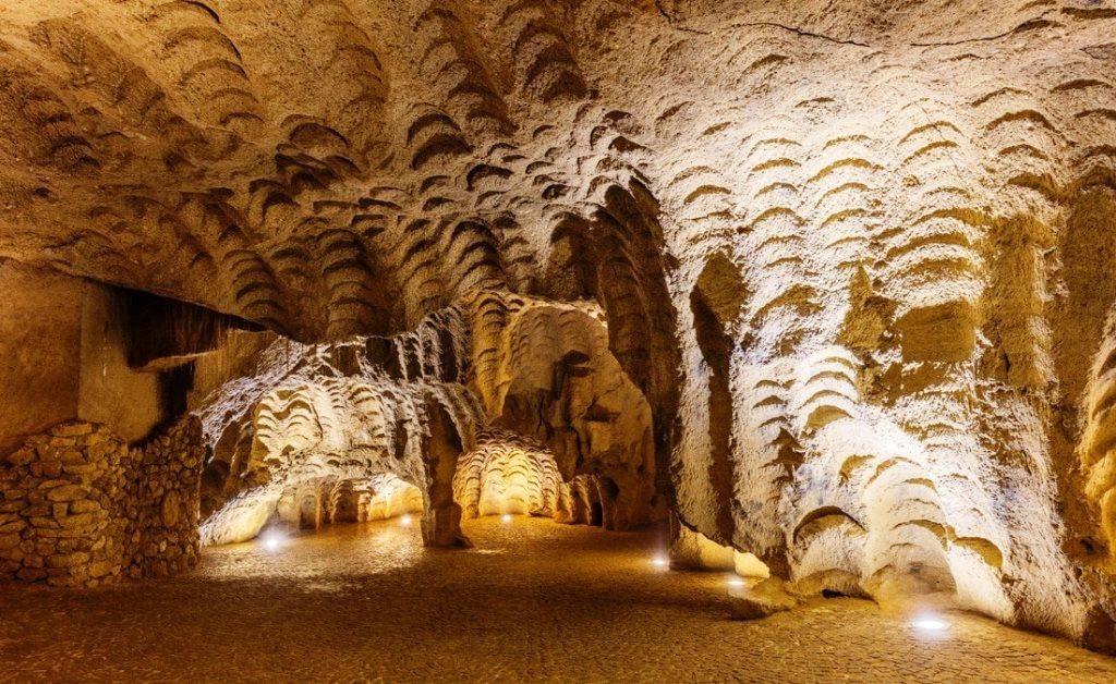 Геркулесовы пещеры -Пещера в области Танжер-Тетуан, Марокко.