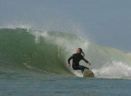 Серфинг на пляже Лезгира в Марокко