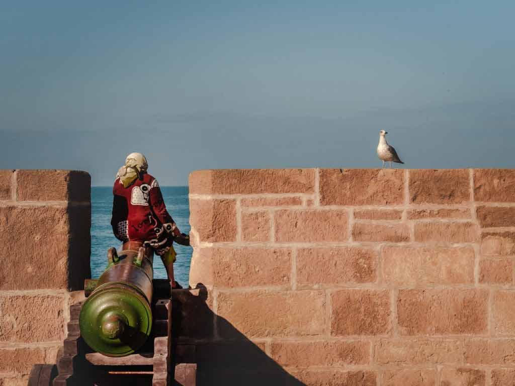 Крепость порта Скала пушка в городе Эс-Сувейра