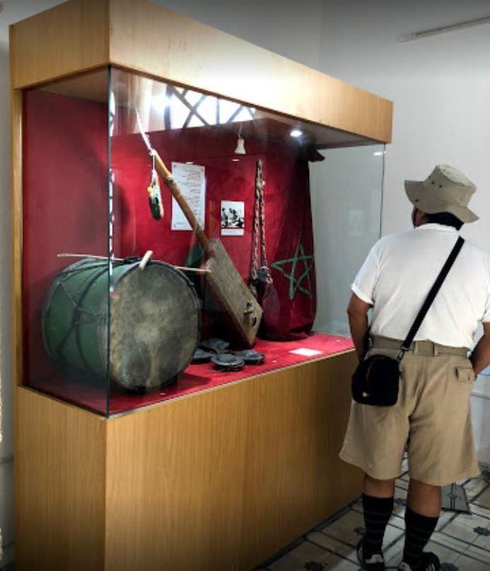 Туристы в музеи сиди Мохаммед бен Абдаллы