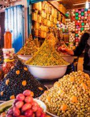 Воскресный базар в Эс-Сувейра, разнообразные фрукты